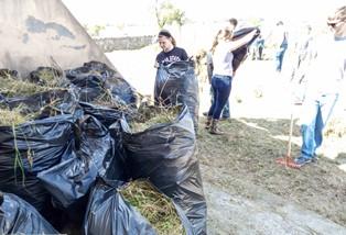 I marines di Sigonella puliscono la Villa del Tellaro di Noto
