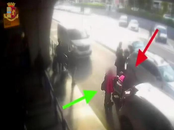 Chiede l'uso del tassametro per Fiumicino, il tassista gli sferra un pugno al volto