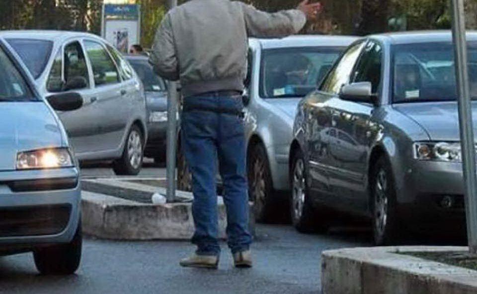 Palermo, parcheggiatore abusivo in manette per estorsione