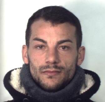 Catania, spaccia droga al Tondicello della Plaja: arrestato