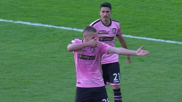 Il Palermo cala il poker al Carpi: partita chiusa dopo 15 minuti: ora -1 dalla vetta