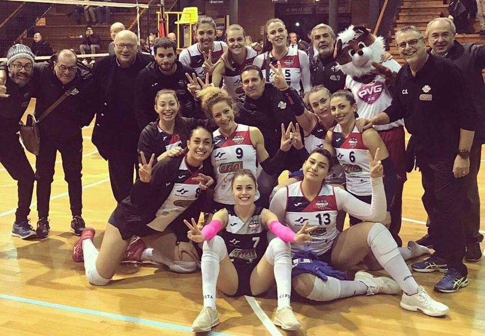 Pallavolo, B1 femminile: la Pvt Modica sbanca Bari ( 3 a 1 ) e continua a sognare. Vince  anche il volley maschile