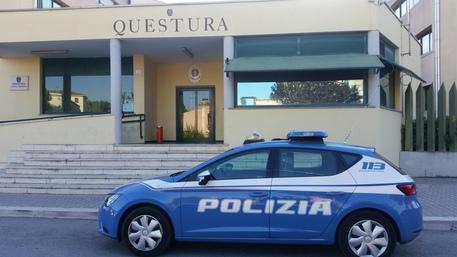 Napoli, armati rapinano un money transfer: fuggono con 34 mila euro