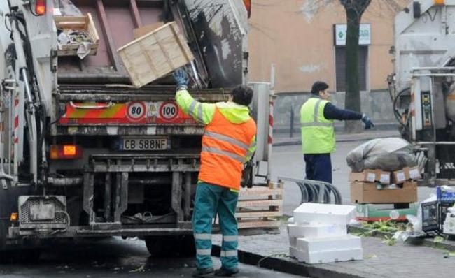 Portopalo, sospesa la raccolta differenziata: rifiuti in strada