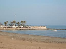 Pozzallo, barca a vela con due diportisti inglesi si arena sulla spiaggia