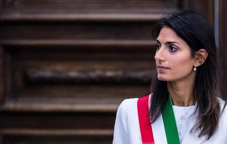 Roma, chiesta archiviazione per Raggi per l'abuso d'ufficio