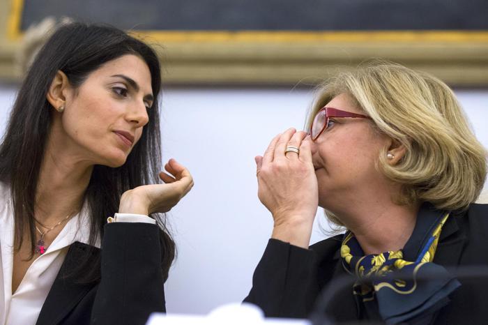"""Roma, si è dimessa l'assessora all'Ambiente Paola Muraro: """"Sono indagata"""""""