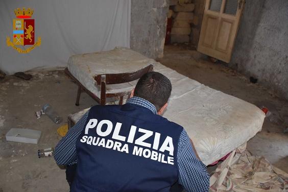 Ragusa, faceva prostituire la figlia 13enne: fermata la madre e 4 clienti