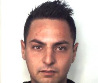 Acireale, in casa confezionava hashish e marijuana: arrestato