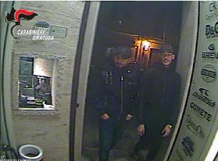 Assaltarono una gioielleria a Priolo, arrestati due dei quattro banditi