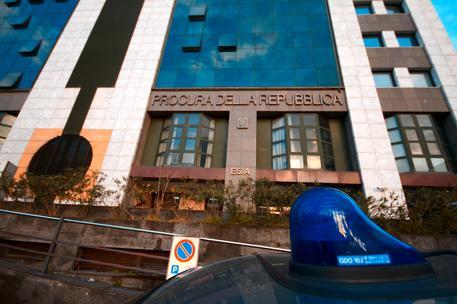 Rapine ed estorsioni, scattano arresti della polizia di Napoli