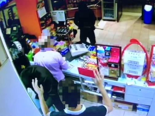 Tabaccheria rapinata a Messina, la polizia arresta tre persone