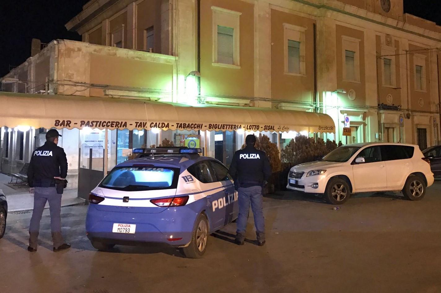 Vittoria, rapina al bar della stazione ferroviaria: i banditi sparano in aria