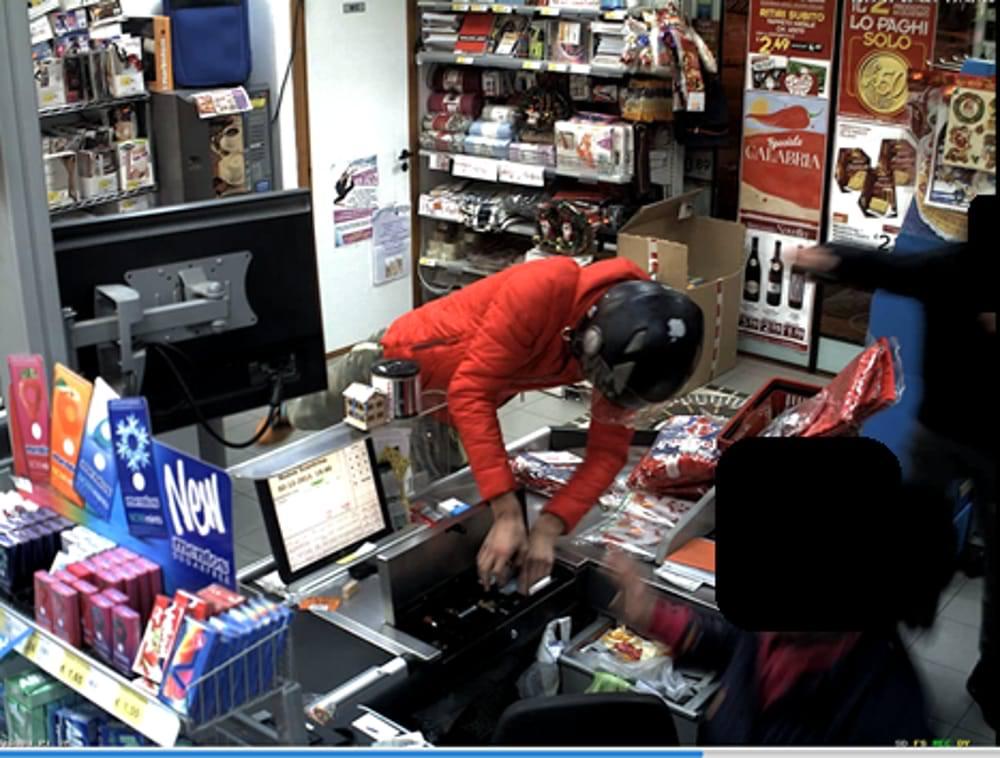 Rapina un supermercato di Lentini, denunciato un diciannovenne