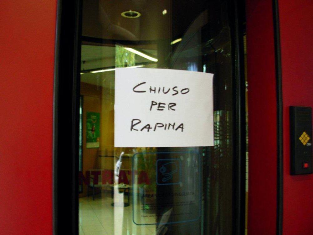 Palermo, ufficio postale rapinato da due giovani: indaga la polizia