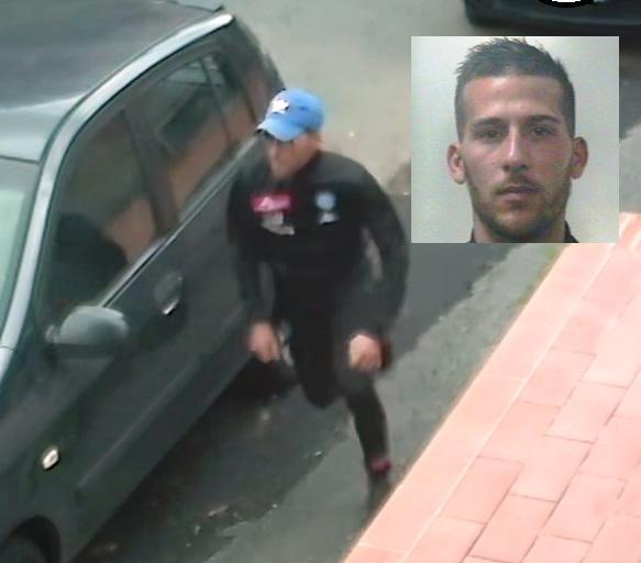 Armato rapina un negozio a Misterbianco, incastrato dalle telecamere