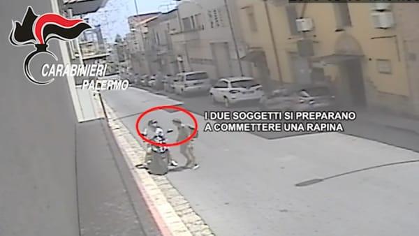 Sceglievano le vittime alle Poste per rapinarli: 2 arresti nel Palermitano