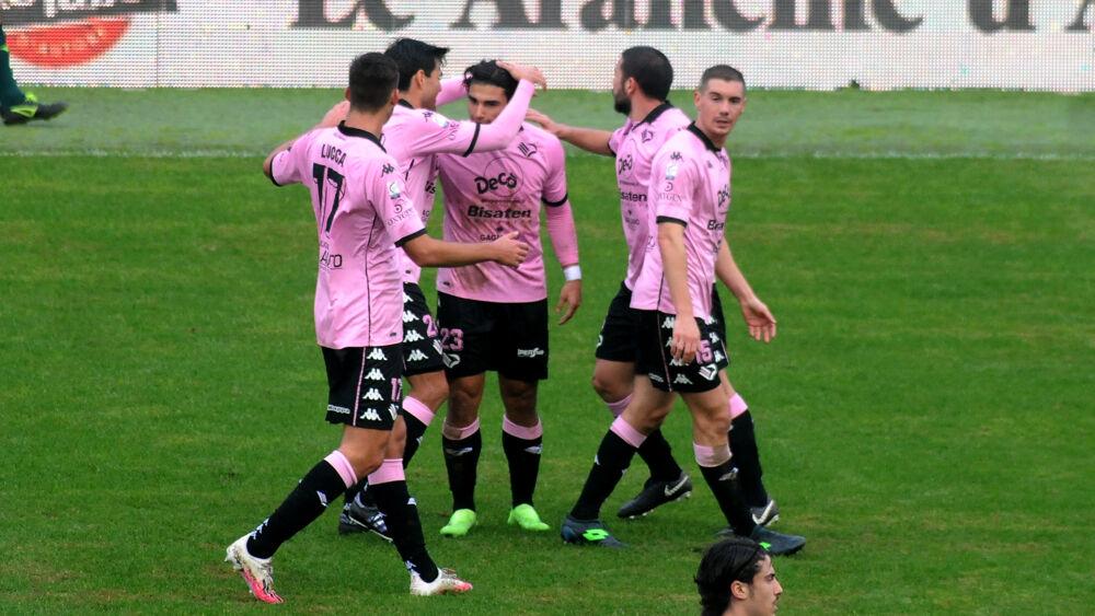 Il Palermo torna al successo con un gol per tempo: la Casertana si arrende