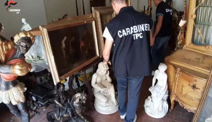 Opere d'arte rubate e rivendute all'estero: cinque arresti a Reggio Calabria