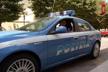 Reggio Calabria, minaccia di fare esplodere una bombola del gas: bloccato