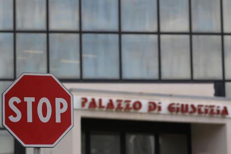 Napoli, documenti falsi per polizze Rca su auto: 36 indagati