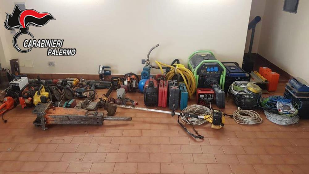 Roba rubata recuperata in un parcheggio abusivo nel Palermitano