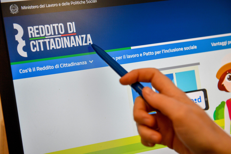 Reddito di cittadinanza e lavoro nero: denunciata a Castelvetrano