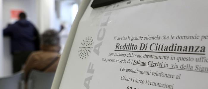 Reddito, partenza lenta a Palermo: lunghe file a Siracusa