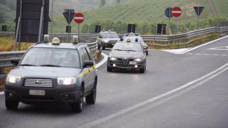 'Ndrangheta: viaggi e rolex in cambio di appalti, 25 arresti