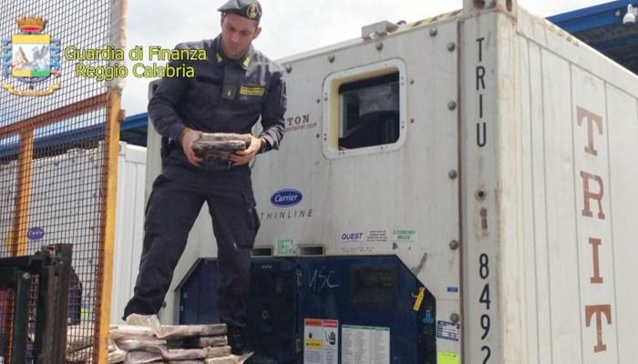 Gioia Tauro, 390 chili di cocaina sequestrati dalla Finanza