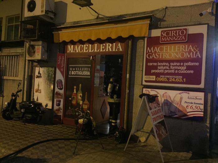 Incendiata una macelleria a Reggio Calabria
