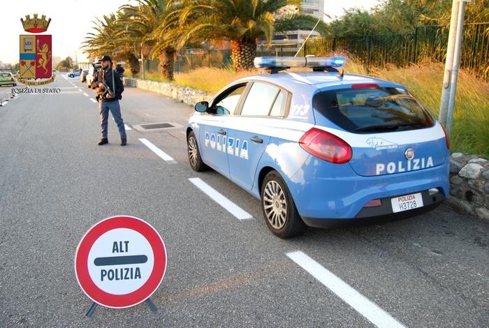 Esplosi 5 colpi di fucile all'interno di una gelateria di Reggio Calabria