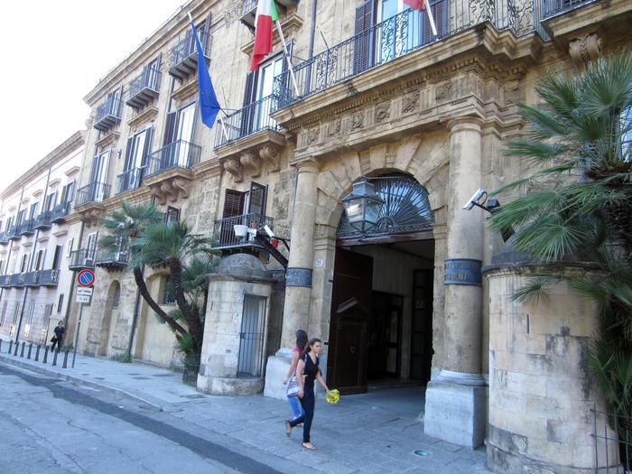 La scure della Regione sui Comuni siciliani: 264 con i Commissari ad acta