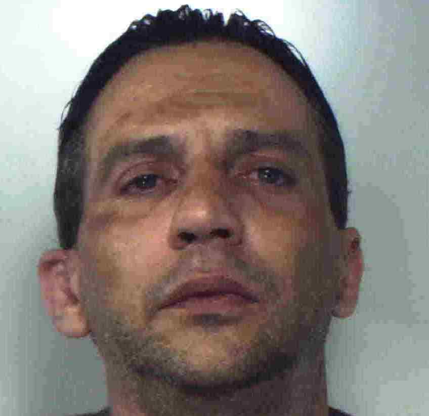 Acireale, rapina automobilista mentre fa benzina: finisce in carcere