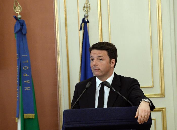 Renzi, 272 milioni per bonificare Bagnoli: scontri a Napoli