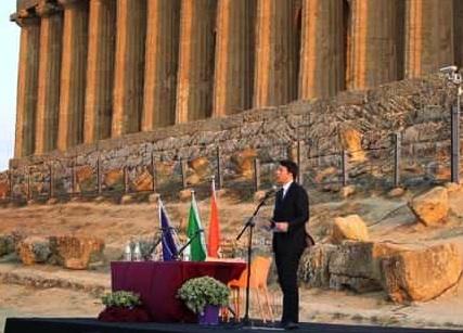 Agrigento, Matteo Renzi nella Valle dei Templi firma il Patto per il Sud
