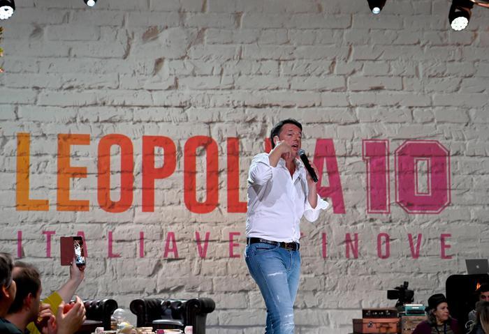 Matteo Renzi lancia Italia Viva alla Leopolda e guarda al 'Nuovo Centro' come la Carfagna (Fi)