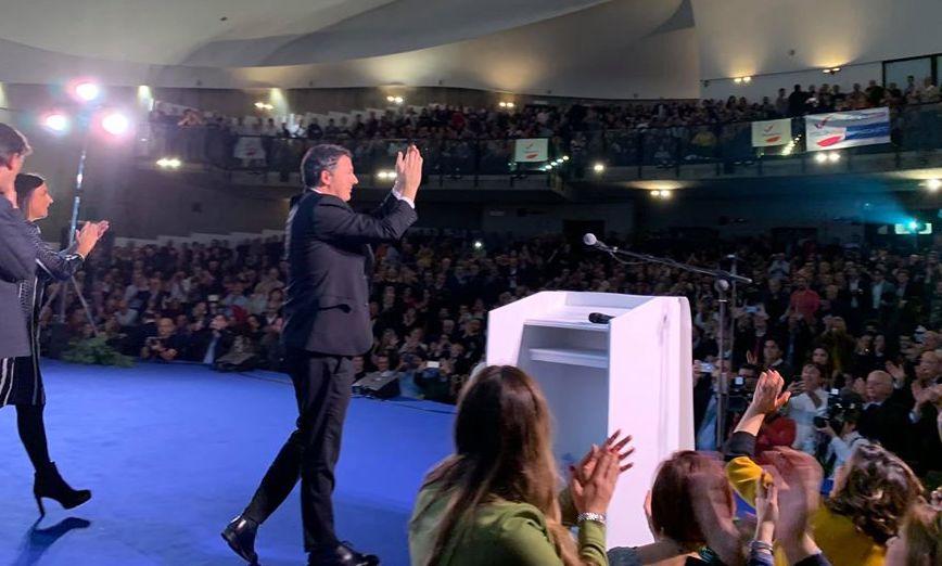 Bagno di folla per Renzi a Catania che bacchetta il governatore: sblocca i 6 miliardi