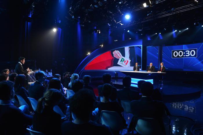 Renzi: 'Voglio sistema maggioritario', Orlando: 'Politica salvi Alitalia'