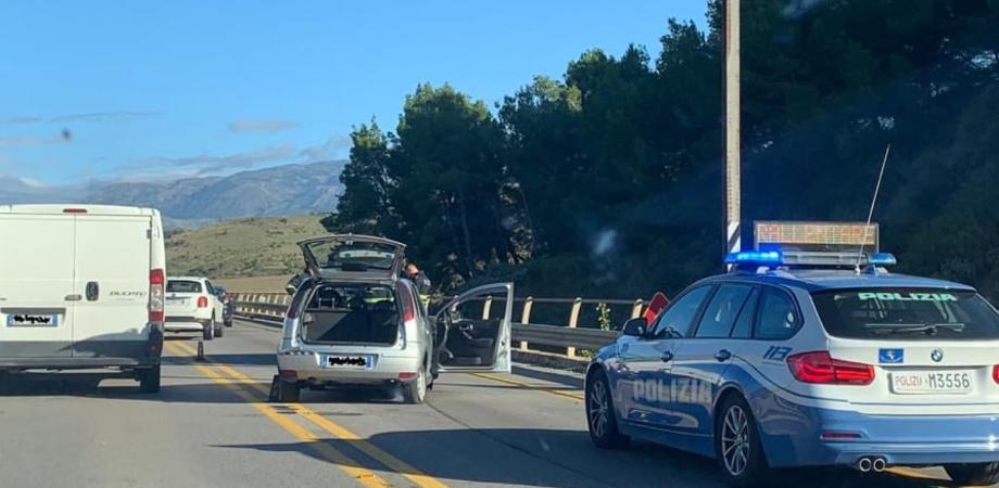 Opel Corsa si schianta contro un muro a Resuttano: un prete è grave