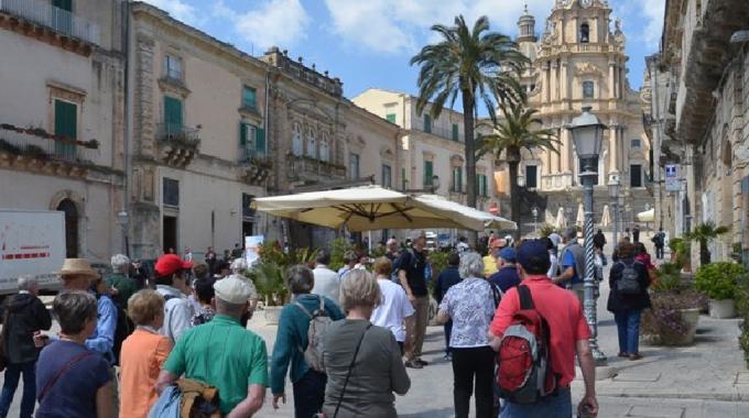 Boom di turisti a Ferragosto a Catania, Siracusa e Ragusa