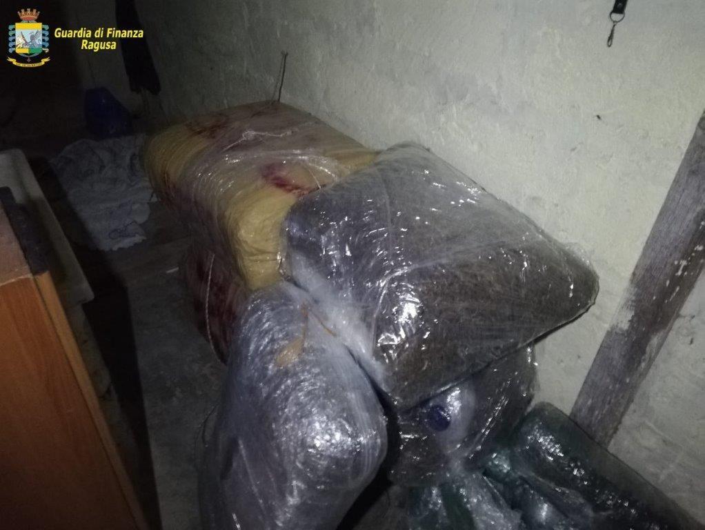 Cento chili di marijuana sequestrati tra Vittoria e Acate: due arresti