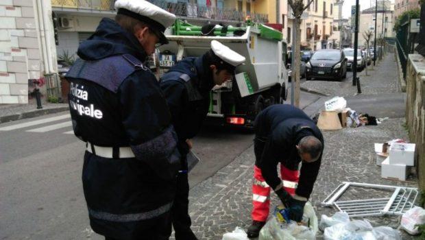 Rifiuti: lotta all'abbandono fuori orario a Palermo, 49 sanzioni