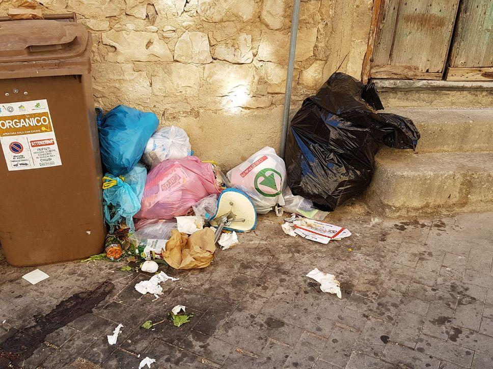 Raccolta differenziata a Modica, l'opposizione fa le pulci all'Igm