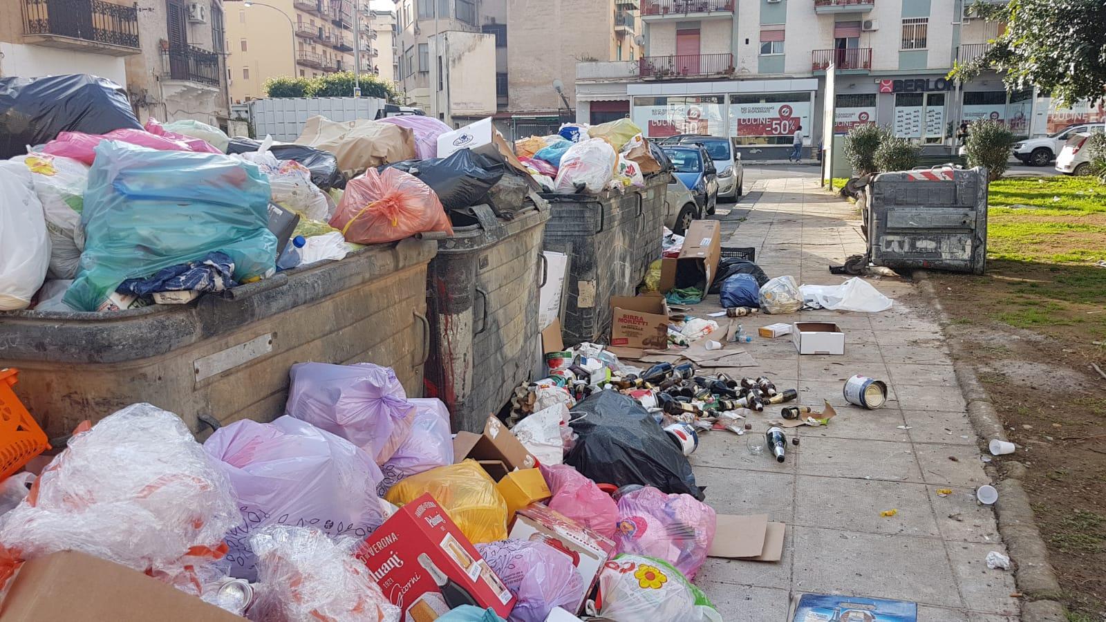 Emergenza rifiuti a Palermo, 10 tonnellate non raccolte per un guasto