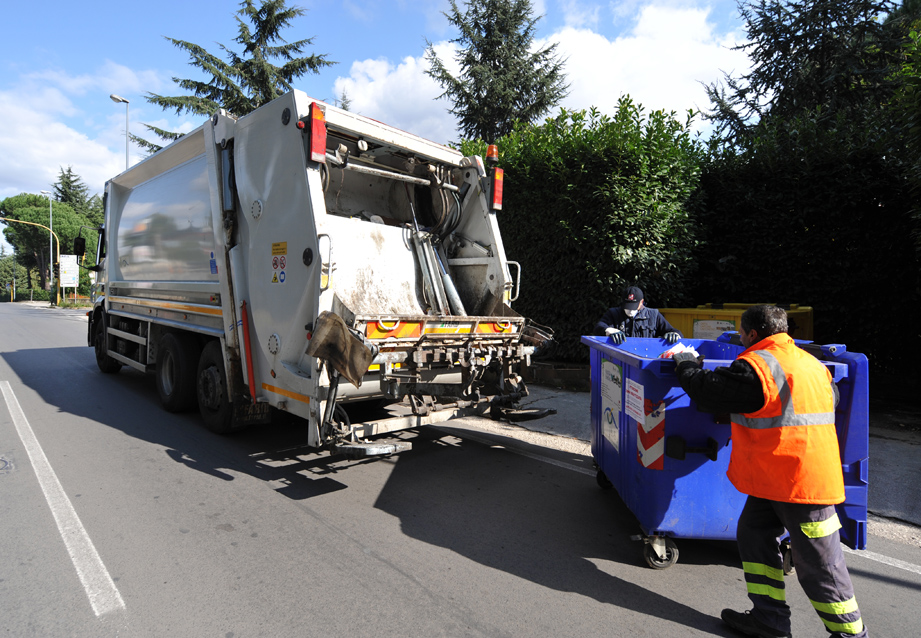 Raccolta dei rifiuti in Sicilia senza gara: denunciati 74 sindaci