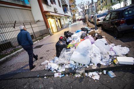 """Rifiuti, sos del sindaco di Ercolano al prefetto: """"Incontro urgente"""""""