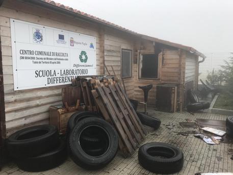 Rifiuti, incendiano un prefabbricato nel Foggiano: indagano i carabinieri