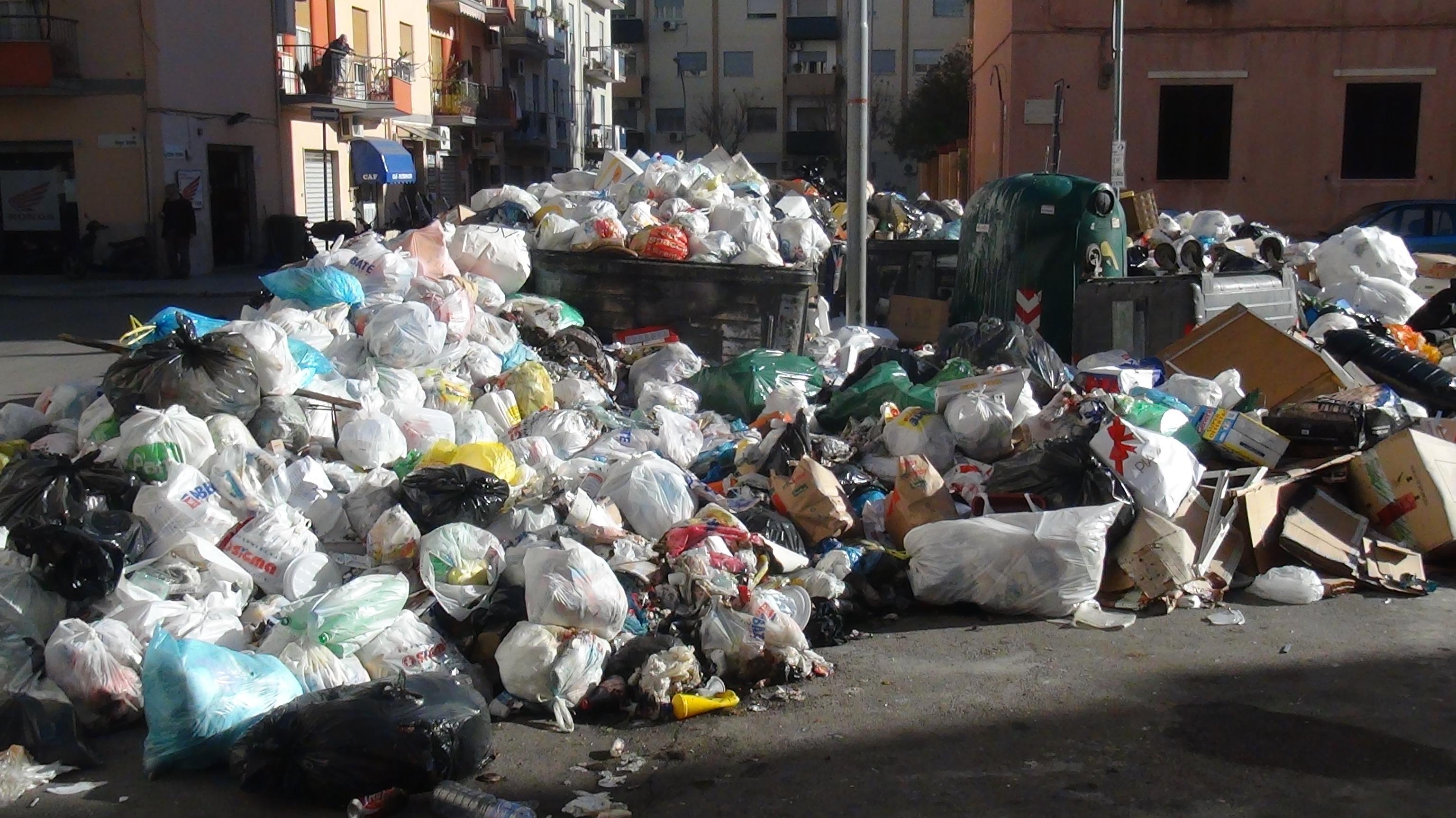 Emergenza rifiuti e idrica: Musumeci, contatti quotidiani con Palazzo Chigi