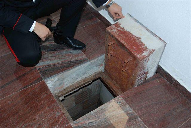 'Ndrangheta: i carabinieri sequestrano tre rifugi nel Reggino